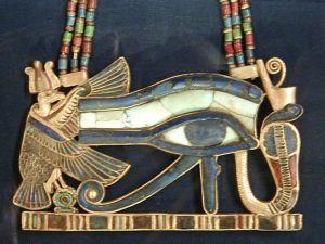 799px-Wedjat_(Udjat)_Eye_of_Horus_pendant